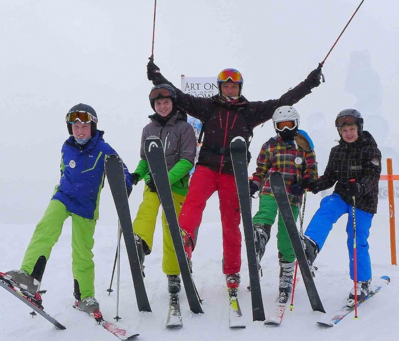 Group Ski-lessons for ADVANCED 4 hours from 10:00-12:00 a.m., 1.00-3.00 p.m.